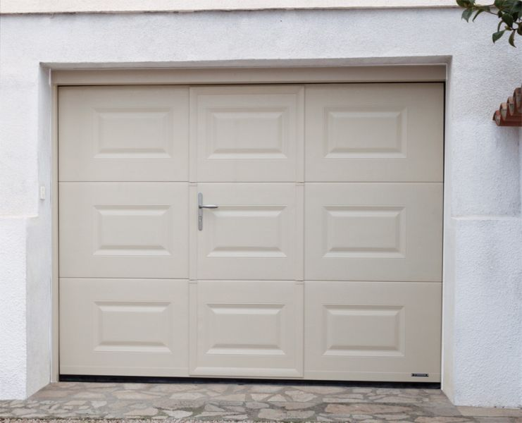 Portes De Garage La Toulousaine Emmanuelli CMA - Porte de garage sectionnelle avec portes de service pvc